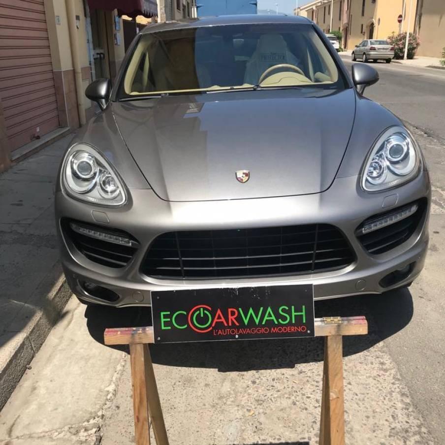 Lavaggio esterno con prodotti speciali