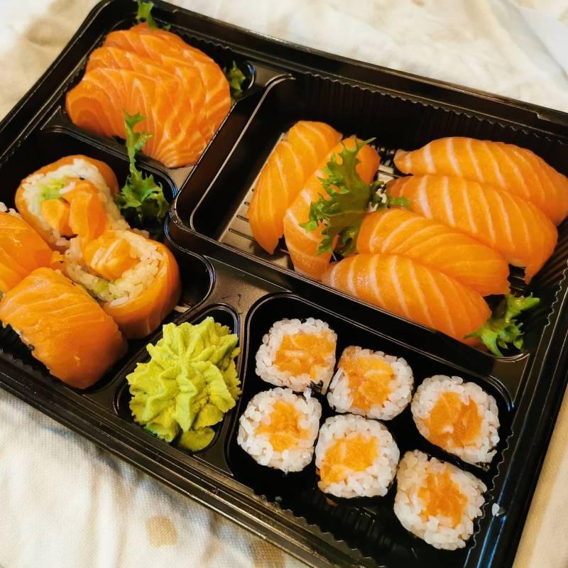 Bento sushi salmone