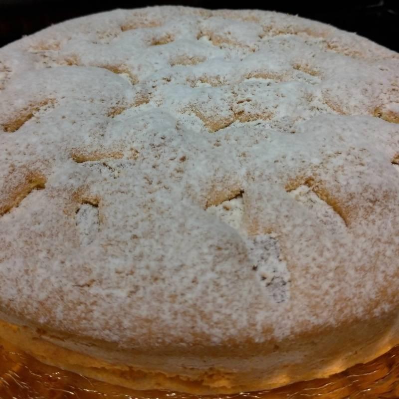 Torta con pezzetti di Ananas e spolverata di cocco  (preavviso di 3 giorni)