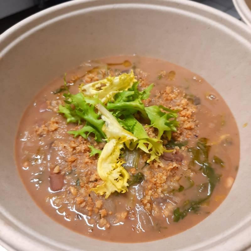 Zuppa di fagioli e scarola cotta e cruda