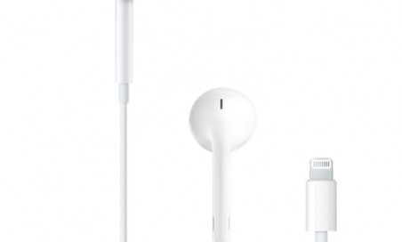 Auricolari EarPods con connettore 3,5mm.