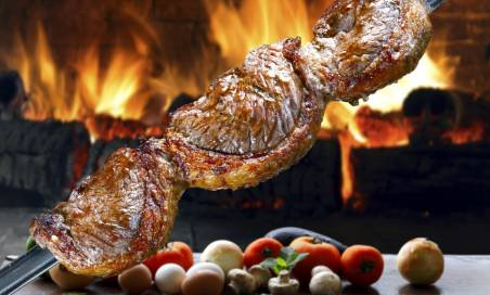 Per 2 persone: Menù con Buffet illimitato, Churrasco e calice di vino
